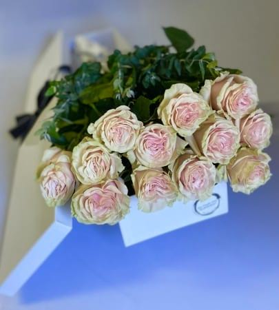 Pink Boxed Roses by https://www.theflowercrew.com.au/